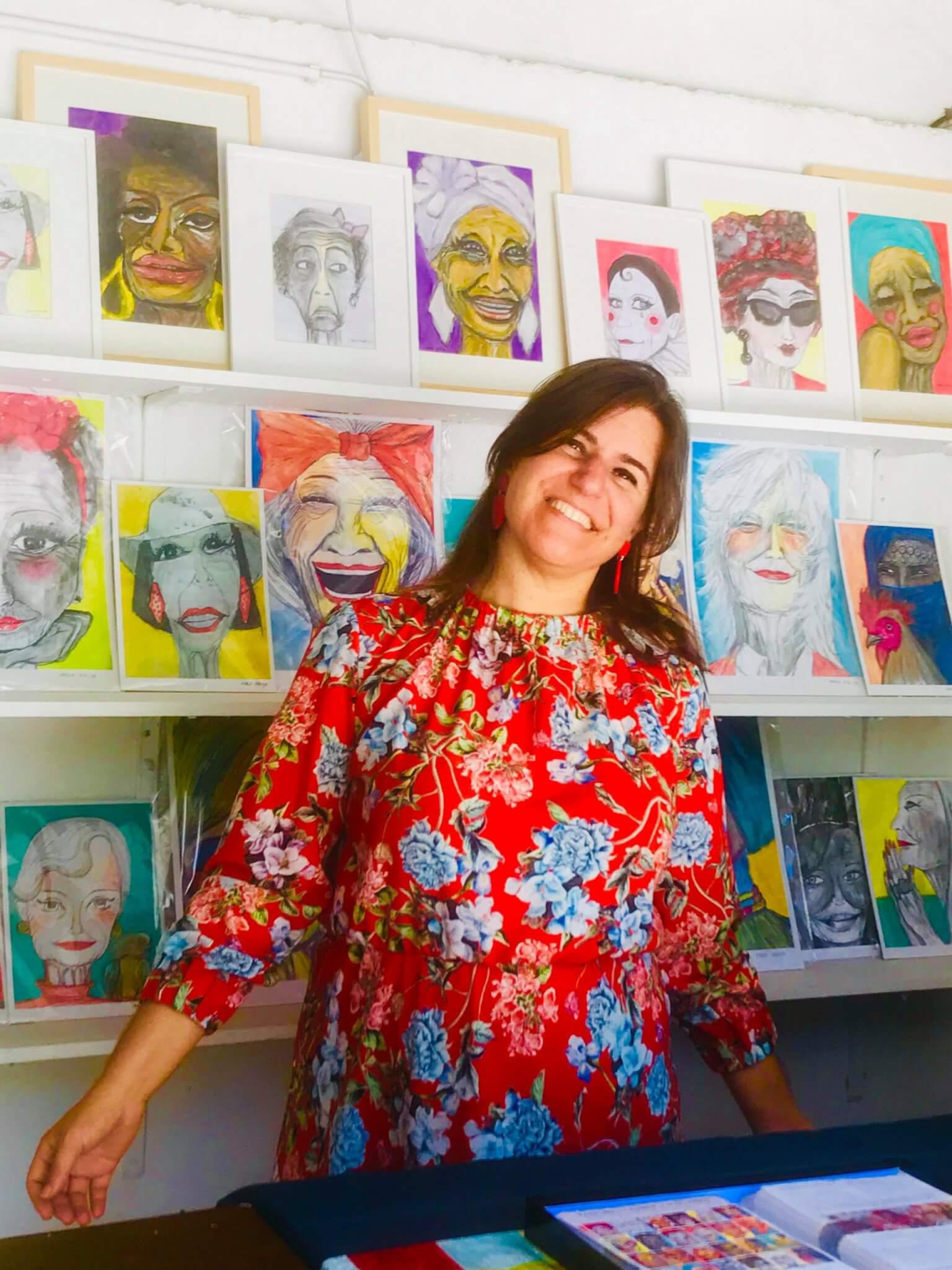Maria Seruya junto das suas obras - As Velhas Bonitonas - O amadurecimento tem um sabor tão doce...