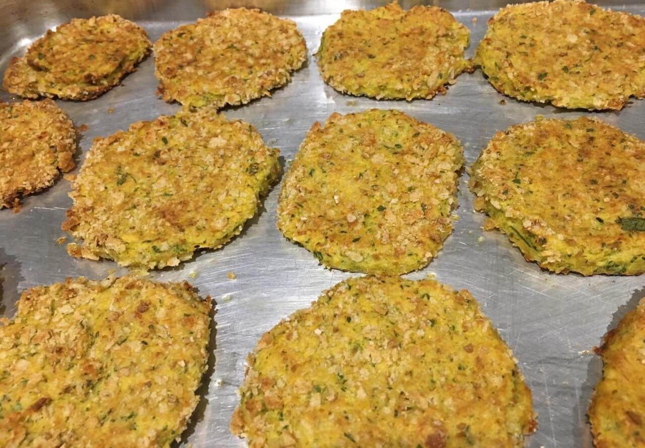 Pataniscas de bacalhau e grão cozinhadas