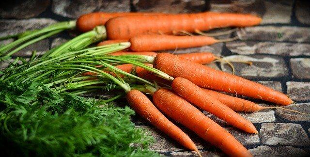 Cenouras para a torta de cenoura