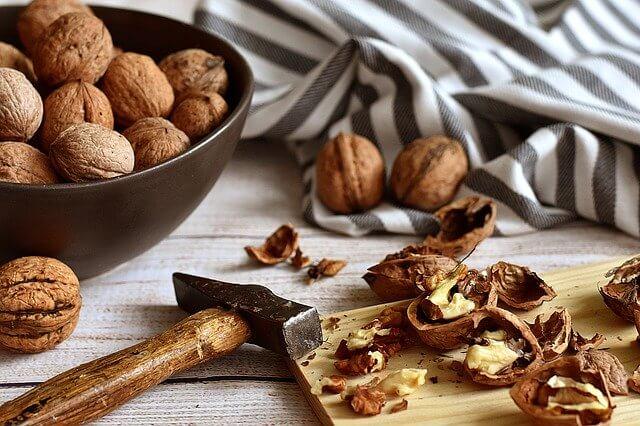 Nozes para a receita dos Biscoitos de nozes, limão e canela