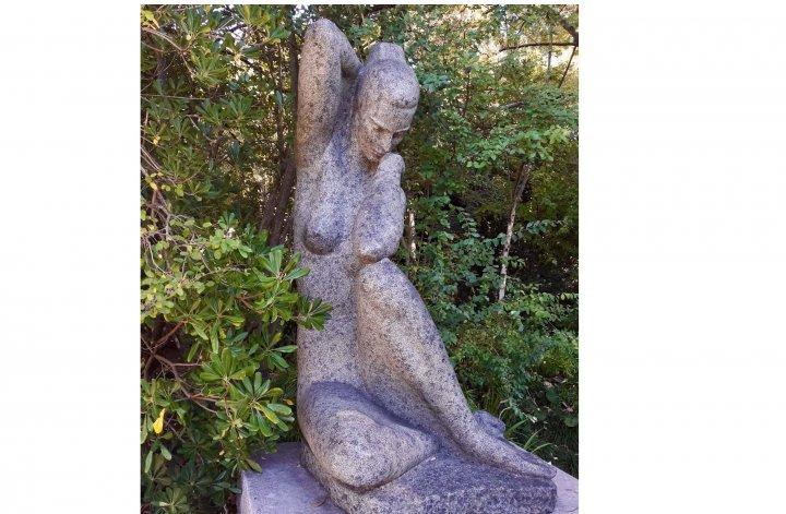 Estátua mulher- Viver a pandemia no feminino