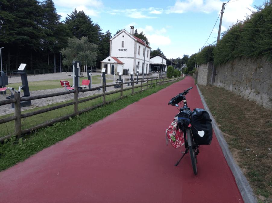 Cicloviagem por pistas coloridas