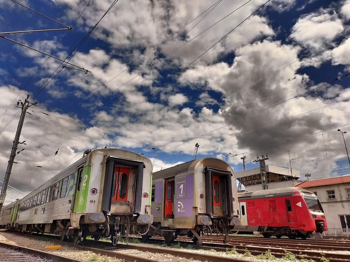 comboios parados - No comboio descendente